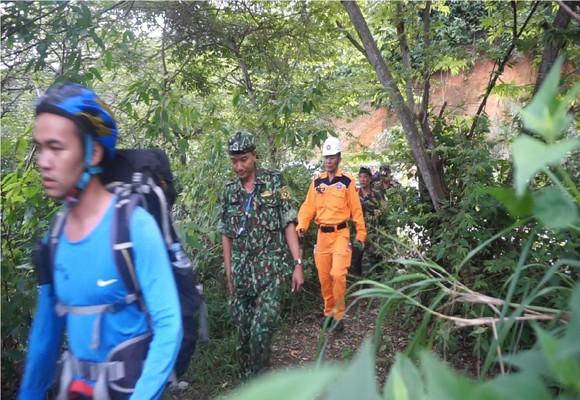 Triển khai tìm kiếm người nước ngoài nghi tự tử tại bán đảo Sơn Trà ảnh 1