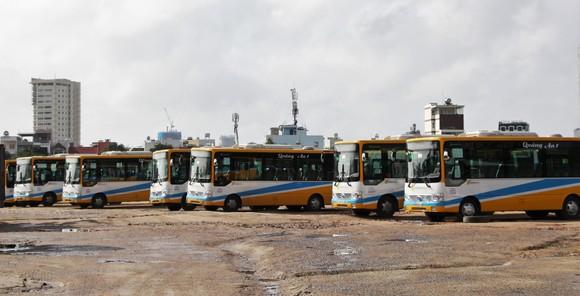 Hơn 100 người lao động bị nợ lương kéo đến công ty xe buýt đòi quyền lợi ảnh 2