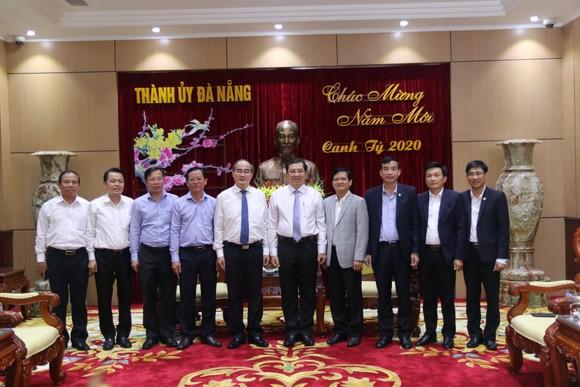 Lãnh đạo TPHCM làm việc, tặng quà tết tại Quảng Nam và Đà Nẵng ảnh 8