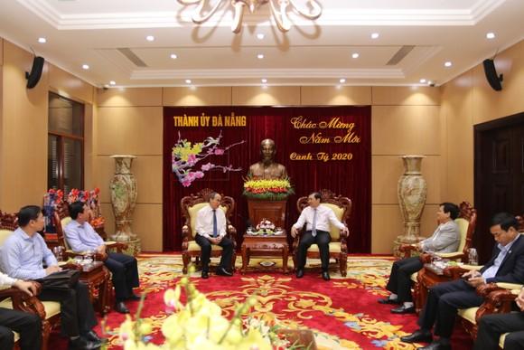 Lãnh đạo TPHCM làm việc, tặng quà tết tại Quảng Nam và Đà Nẵng ảnh 6