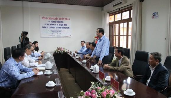 Lãnh đạo TPHCM làm việc, tặng quà tết tại Quảng Nam và Đà Nẵng ảnh 1
