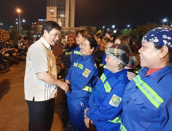 Lãnh đạo TP Đà Nẵng đến thăm, chúc Tết cán bộ, nhân viên thực hiện nhiệm vụ đêm Giao thừa ảnh 11