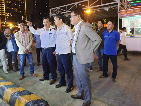 Lãnh đạo TP Đà Nẵng đến thăm, chúc Tết cán bộ, nhân viên thực hiện nhiệm vụ đêm Giao thừa ảnh 14