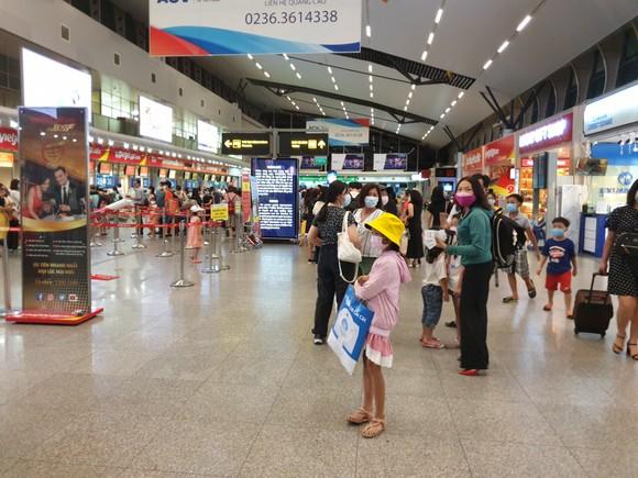 Không có việc khách du lịch ùn ùn đi khỏi Đà Nẵng ảnh 4