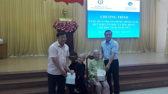 Hội đồng hương Hòa Vang tại TPHCM tặng gần 400 triệu cho gia đình chính sách, quỹ khuyến học ảnh 1