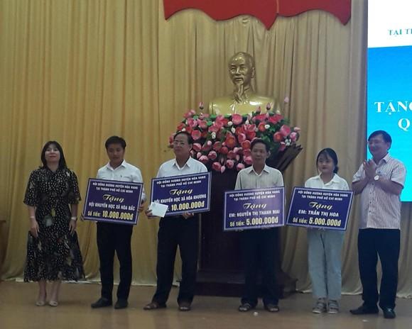 Hội đồng hương Hòa Vang tại TPHCM tặng gần 400 triệu cho gia đình chính sách, quỹ khuyến học ảnh 2