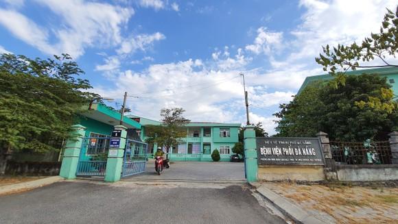 Người dân Đà Nẵng tặng nhu yếu phẩm cho 3 bệnh viện bị phong tỏa ảnh 1