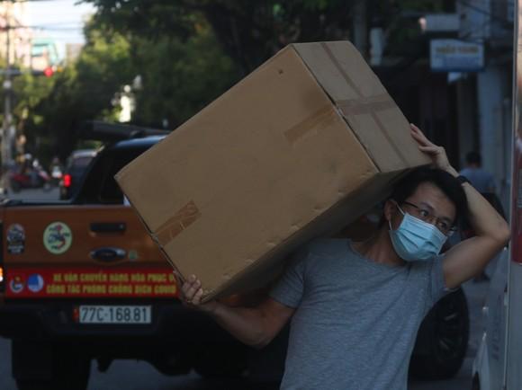Người dân Đà Nẵng tặng nhu yếu phẩm cho 3 bệnh viện bị phong tỏa ảnh 4