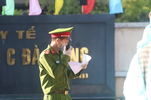Người dân Đà Nẵng tặng nhu yếu phẩm cho 3 bệnh viện bị phong tỏa ảnh 7