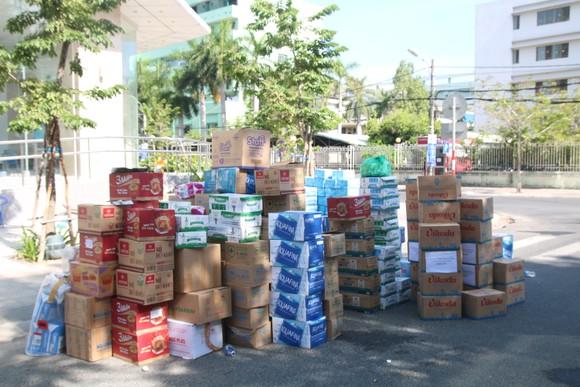 Người dân Đà Nẵng tặng nhu yếu phẩm cho 3 bệnh viện bị phong tỏa ảnh 3