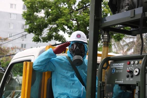 Quân đội tiến hành khử khuẩn quận Sơn Trà, TP Đà Nẵng  ảnh 4