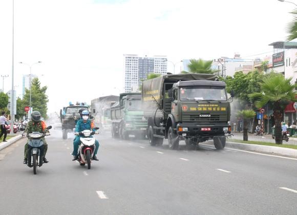 Quân đội tiến hành khử khuẩn quận Sơn Trà, TP Đà Nẵng  ảnh 7