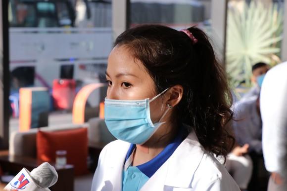 Đoàn y bác sĩ Bình Định ra hỗ trợ Bệnh viện dã chiến Tiên Sơn ảnh 2
