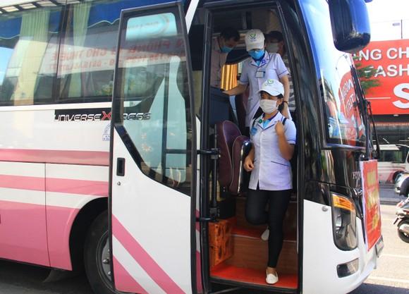 Đoàn y bác sĩ Bình Định ra hỗ trợ Bệnh viện dã chiến Tiên Sơn ảnh 1