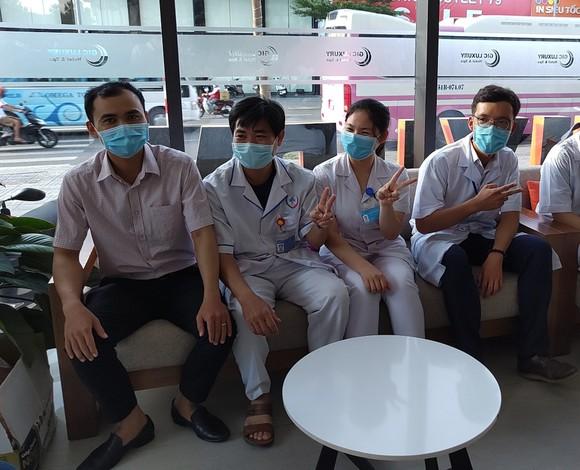 Đoàn y bác sĩ Bình Định ra hỗ trợ Bệnh viện dã chiến Tiên Sơn ảnh 7