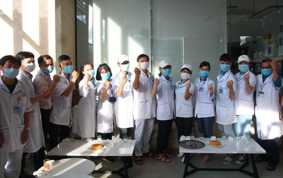 Đoàn y bác sĩ Bình Định ra hỗ trợ Bệnh viện dã chiến Tiên Sơn ảnh 8