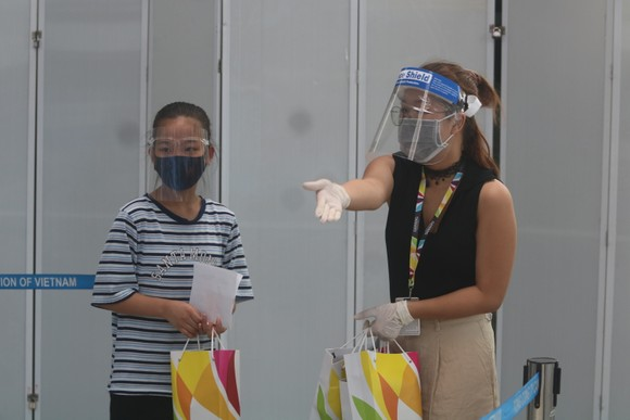 Đưa 207 du khách đầu tiên ở Đà Nẵng trở về địa phương bằng máy bay ảnh 7