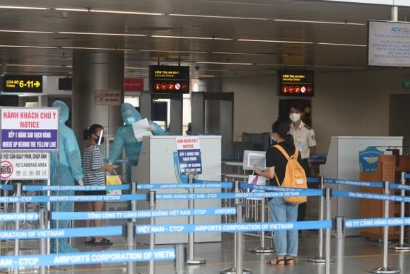 Đưa 207 du khách đầu tiên ở Đà Nẵng trở về địa phương bằng máy bay ảnh 8
