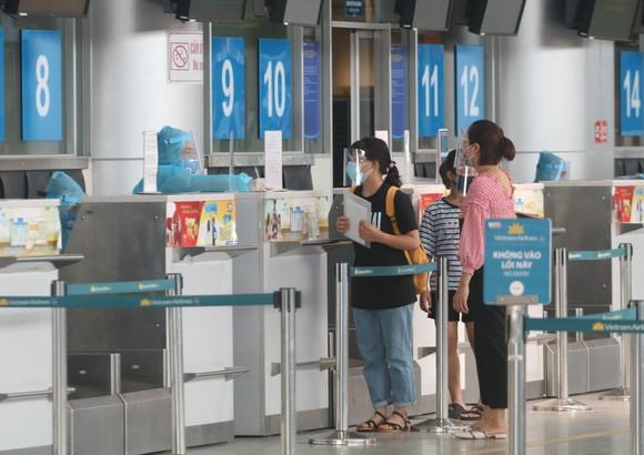 Đưa 207 du khách đầu tiên ở Đà Nẵng trở về địa phương bằng máy bay ảnh 1