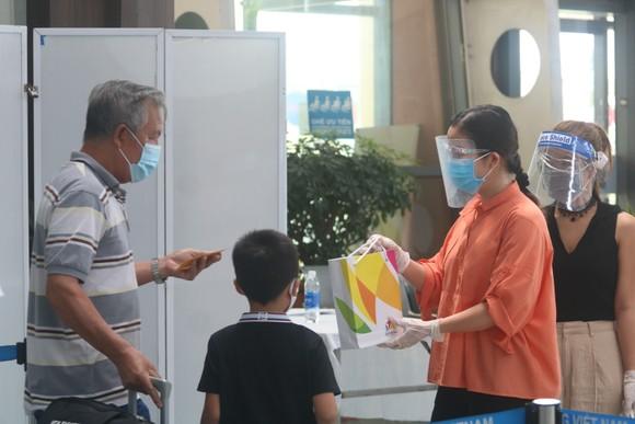 Đưa 207 du khách đầu tiên ở Đà Nẵng trở về địa phương bằng máy bay ảnh 6