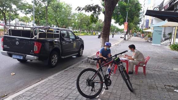 Đà Nẵng: Xử phạt các trường hợp đi ra khỏi nhà khi không cần thiết ảnh 1