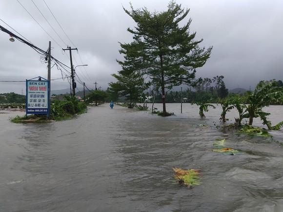 Đà Nẵng sơ tán gần 3.000 người do ảnh hưởng của mưa lũ và bão số 6 ảnh 2