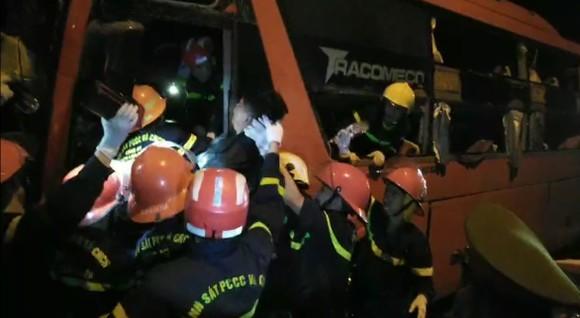 Tai nạn giao thông khiến 2 người chết, ít nhất 17 người bị thương ở Đà Nẵng ảnh 2