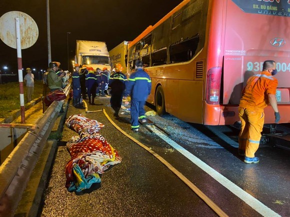 Tai nạn giao thông khiến 2 người chết, ít nhất 17 người bị thương ở Đà Nẵng ảnh 1