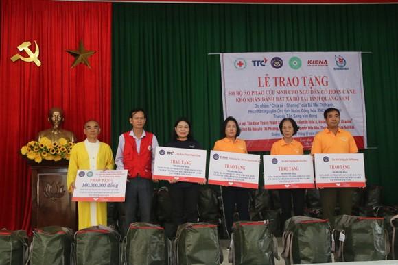 Tặng 500 áo phao sinh tồn cho ngư dân nghèo tỉnh Quảng Nam ảnh 2