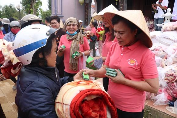 Tặng 500 áo phao sinh tồn cho ngư dân nghèo tỉnh Quảng Nam ảnh 4