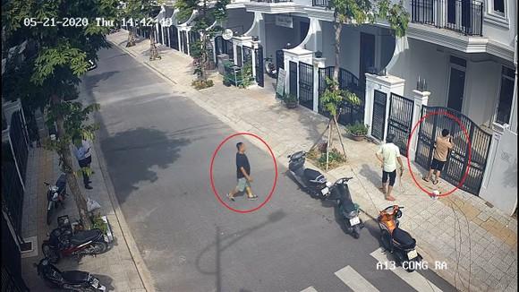 Nhóm người lạ mặt đến phá khóa cửa của các khách hàng mua căn hộ tại dự án Phú Gia Compound