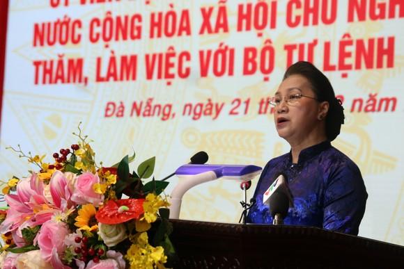 Chủ tịch Quốc hội Nguyễn Thị Kim Ngân làm việc với Bộ Tư lệnh Quân khu 5 ảnh 2