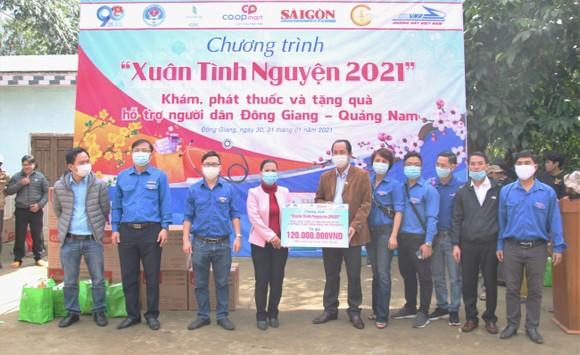 Trao quà tết cho đồng bào miền núi Quảng Nam ảnh 1