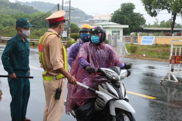 Quảng Nam lập 7 chốt kiểm soát dịch tại cửa ngõ ra vào tỉnh  ảnh 1