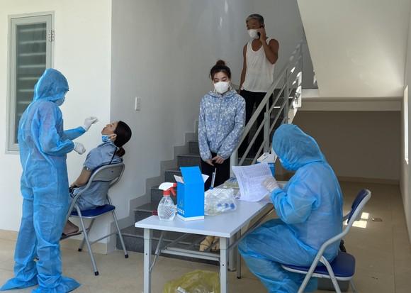 Đà Nẵng bắt đầu xét nghiệm SARS-CoV-2 đại diện hộ gia đình  ảnh 11