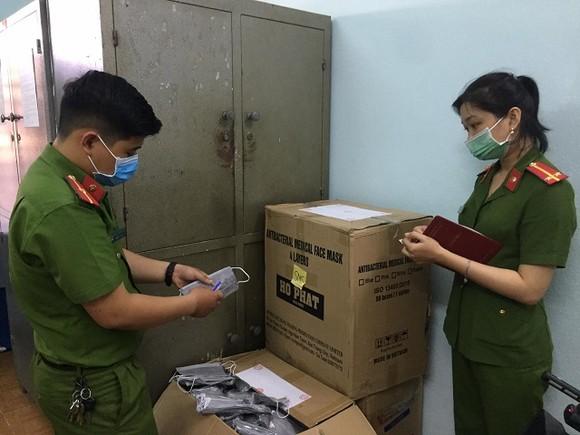 Quảng Nam: Tiêu hủy 10.000 khẩu trang không rõ nguồn gốc ảnh 1