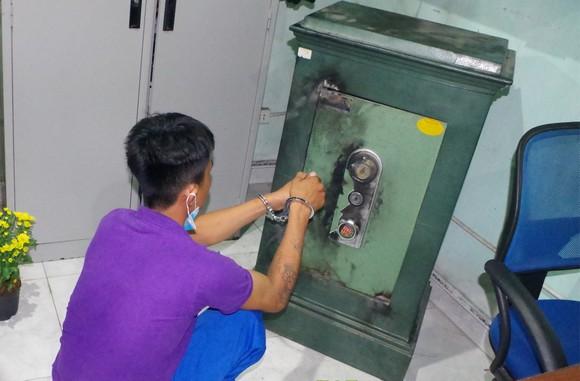 Quảng Nam: Bắt đối tượng phá két sắt trộm tiền vàng trị giá hơn 200 triệu đồng ảnh 1
