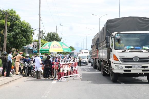 Hàng ngàn người dân Quảng Nam hối hả rời khỏi Đà Nẵng ảnh 8