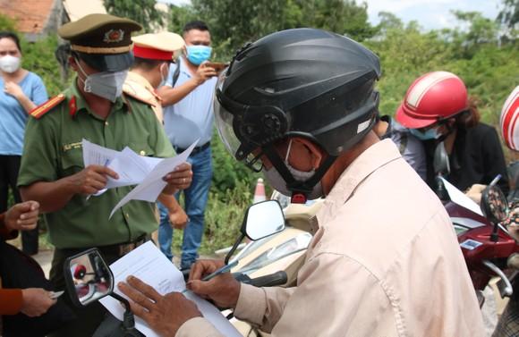 Hàng ngàn người dân Quảng Nam hối hả rời khỏi Đà Nẵng ảnh 2
