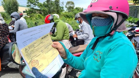 Hàng ngàn người dân Quảng Nam hối hả rời khỏi Đà Nẵng ảnh 9