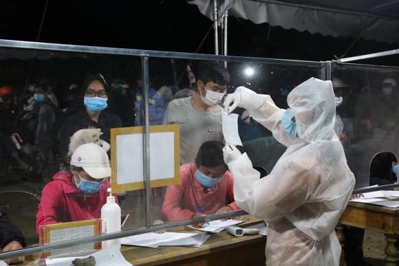 Quảng Nam chỉ đón người dân về quê đăng ký theo phương án được duyệt ảnh 1