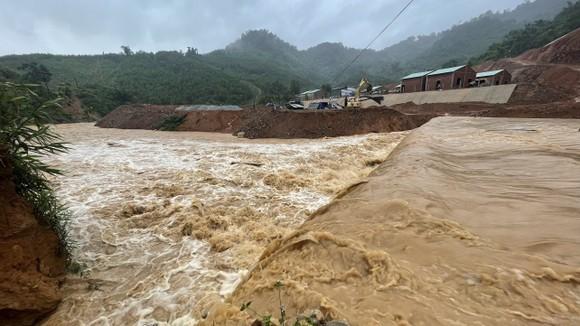 Quảng Nam: Gấp rút di dời người dân vùng cao trước khi bão số 5 đổ bộ ảnh 1