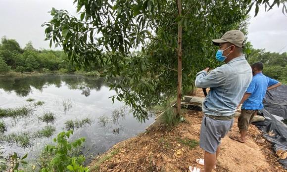 Quảng Nam: Người dân bức xúc vì nước từ bãi rác chảy ra ruộng đồng gây hôi thối  ảnh 2