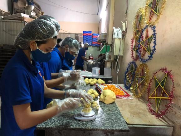 Quảng Nam: Tặng quà Trung thu cho các em nhỏ đang phải cách ly tại nhà ảnh 4