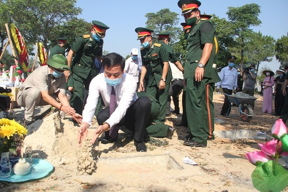 Quảng Trị: Tiếp nhận và an táng hài cốt liệt sĩ là quân tình nguyện, chuyên gia Việt Nam hy sinh tại Lào  ảnh 10