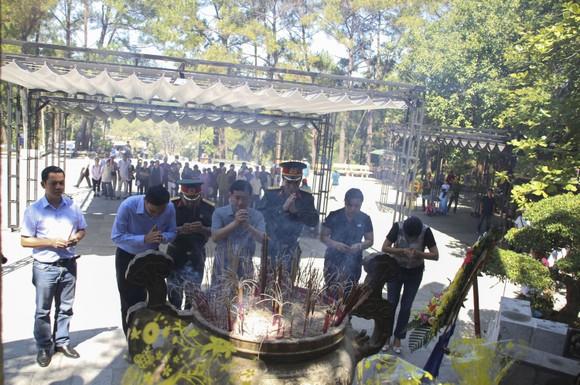 Dòng người về đất lửa Quảng Trị tri ân các anh hùng liệt sĩ ảnh 12
