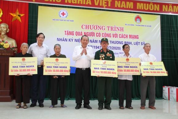 Phó Thủ tướng Thường trực Trương Hòa Bình dâng hương tri ân các Anh hùng liệt sĩ tại Quảng Trị ảnh 2