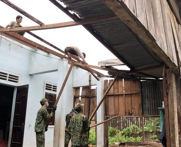 Quảng Trị: Nỗ lực hỗ trợ người dân khắc phục hậu quả bão số 5 ảnh 4