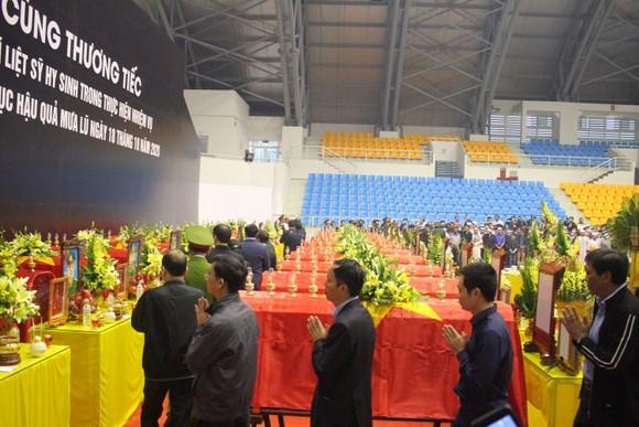 Lễ viếng và truy điệu 22 liệt sĩ Đoàn Kinh tế - Quốc phòng 337 hy sinh tại Quảng Trị  ảnh 6