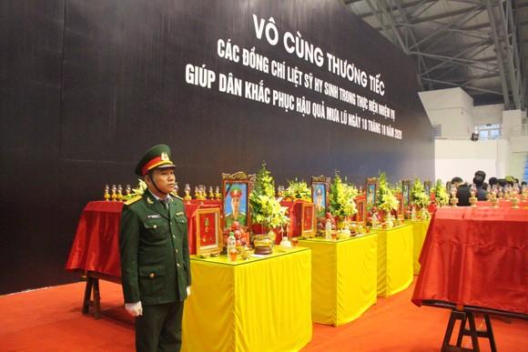 Lễ viếng và truy điệu 22 liệt sĩ Đoàn Kinh tế - Quốc phòng 337 hy sinh tại Quảng Trị  ảnh 5
